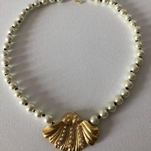Jewelry - Mermaid shell and pearl necklace choker